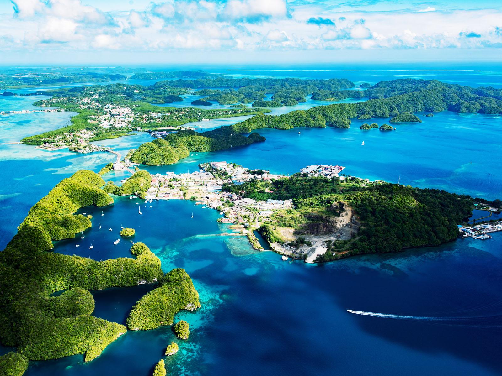 マラカル島の観光ガイド|パラオ中心地の人気スポット・レストラン・ホテル情報